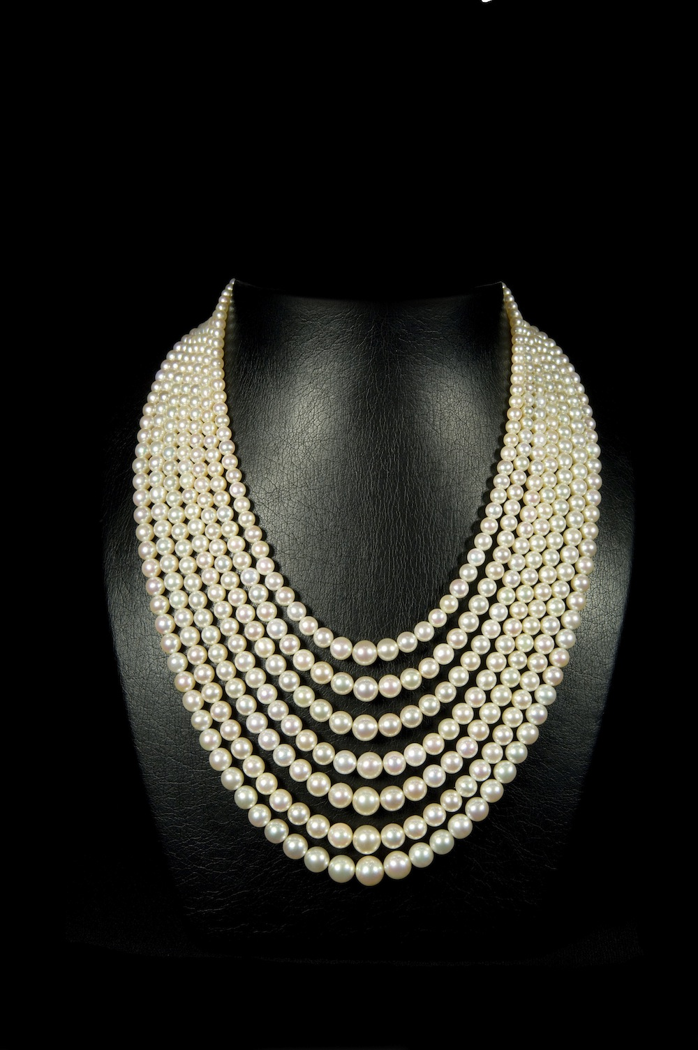 B7-Pearl necklaces