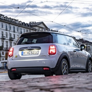 Luxury-Car_highRes_the-new-mini-electri